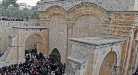 القوات الاسرائيلية تخلي المصلين من باحة مصلى باب الرحمة في القدس