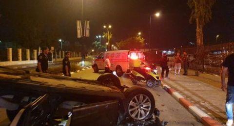 عكا: اصابة 3 شبان بعد اصطدام مركبتهم بشجرة قرب محطة القطار