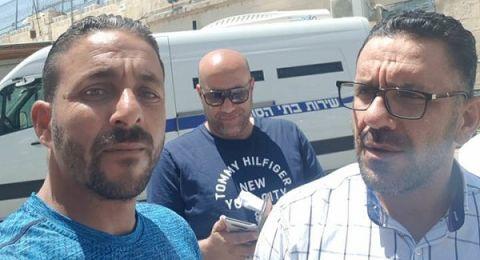 الاحتلال يعتقل محافظ القدس وأمين سر حركة فتح