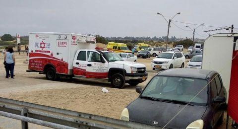 اصابة 3 أشخاص بصاعقة برق خلال تواجدهم في أحد شواطئ جنوب البلاد