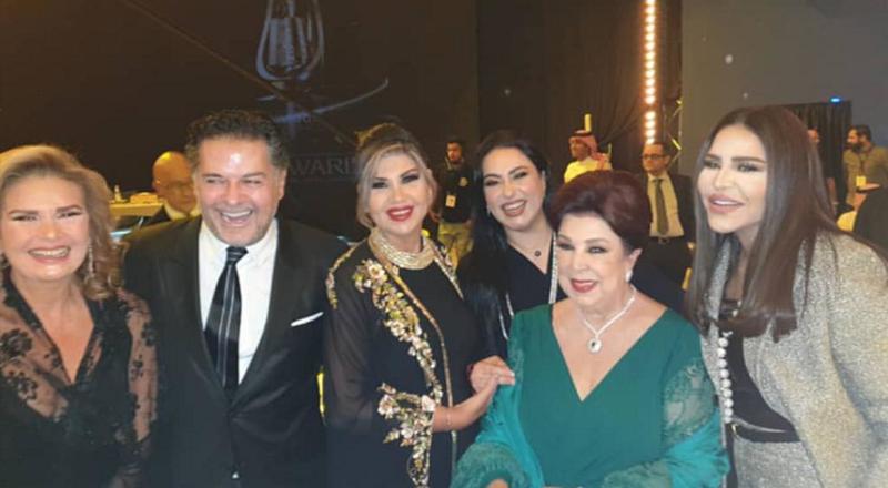 إطلالات مميزة لنجمات حفل صناعة الترفيه في موسم الرياض