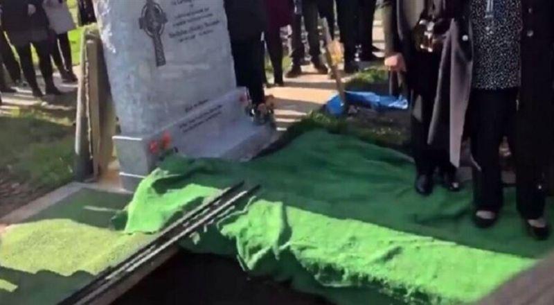مراسمُ دفنٍ تتحوّل لضحك هستيري.. هذا ما فعله المتوفّي!