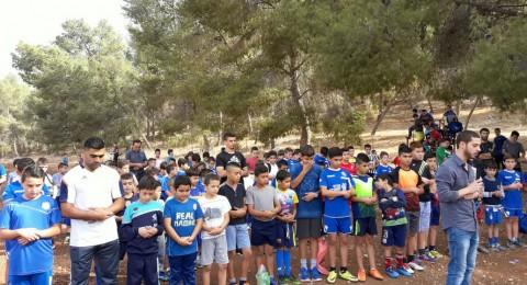 طلاب مدارس كرة القدم بالجلبوع يقيمون صلاة الاستسقاء