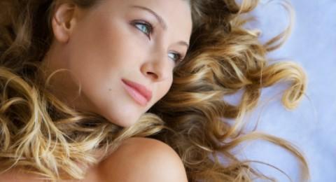 نصائح مكياج هامة لصاحبات العيون الزرقاء