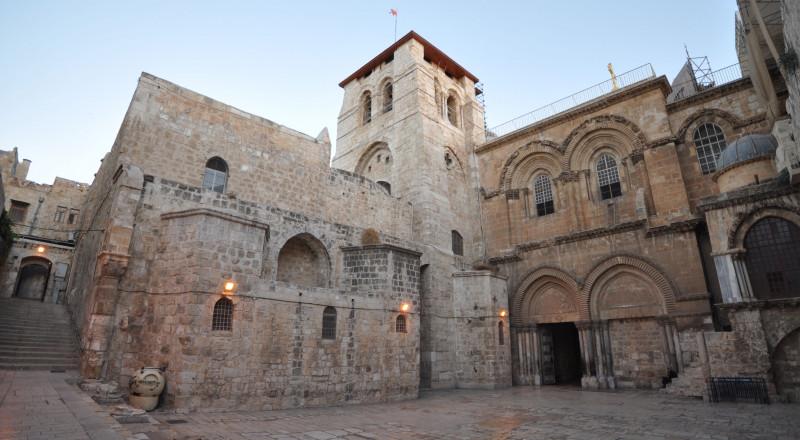 المؤسسات الأرثوذكسية والمجلس المركزي يطالبات بعزل البطريرك ثوفولس
