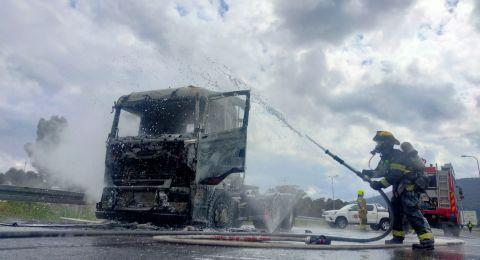 اندلاع حريق داخل شاحنة على شارع 772 قرب كريات آتا