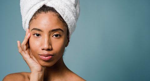 5 أخطاء تضر روتين العناية بالبشرة.. أبرزها الزيوت العطرية وتقشير الوجه بقسوة