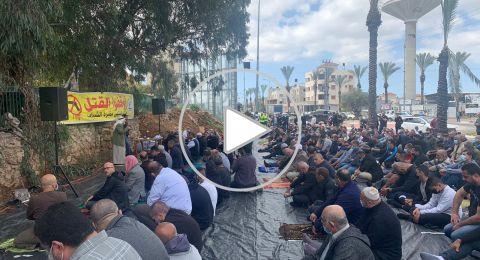 قلنسوة: صلاة جمعة غاضبة واغلاق الشارع احتجاجا على جريمة القتل