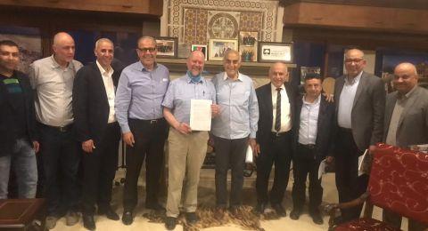 وفد بريطاني يلتقي اللجنة الاهلية وفعاليات المحافظة في بيت فلسطين بنابلس