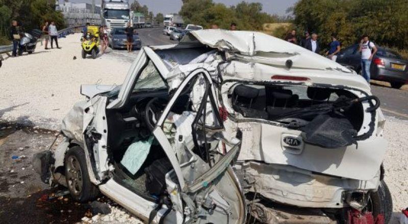 النقب: اصابة 3 اشخاص بجراح خطيرة في حادث طرق مروع