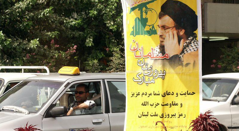 حزب الله يبني هوائي إذاعي في جنوب لبنان يبث دعاية حماس إلى إسرائيل