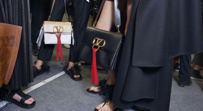 شعار حقيبة Valentino الجديدة يجسد الأناقة والكلاسيكية