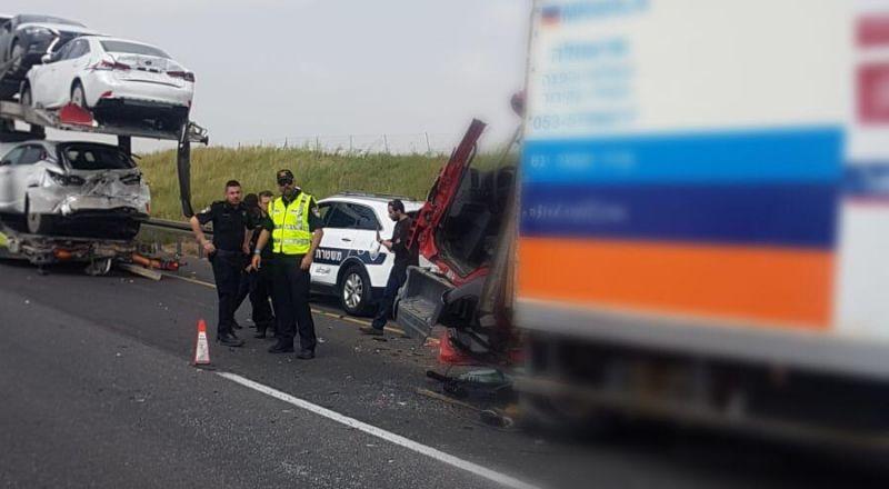 إصابة خطيرة لسائق بحادث طرق على شارع 6