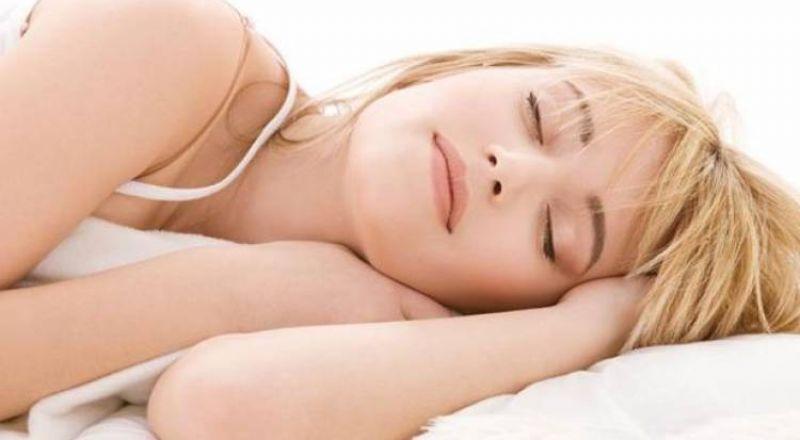 تحذير من النوم أقل من 5 ساعات.. النوبات القلبية تزيد!