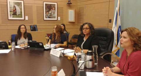 لجنة المرأة البرلمانيّة تبحث ادانة النساء بقتل ازواجهن بشكل متعمّد