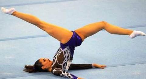 حملة تضامنية مع لاعبة الجمباز المسلمة فرح آن عبدالهادي