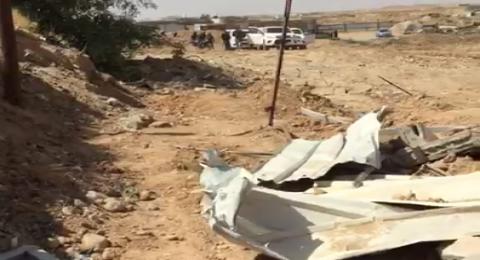 هدم منازل في قرية الزرنوق بالنقب بينها منزل لمسن مريض .. ومظاهرة يوم الاثنين