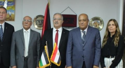 القاهرة- توقيع اتفاقية النقل البري لحجاج غزة