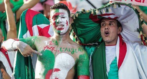 الجيش الجزائري يخصص طائرات عسكرية لنقل المشجعين إلى مصر لمؤازرة منتخب