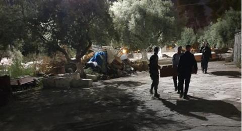 الشرطة الاسرائيلية تفرغ محتويات مصلى باب الرحمة