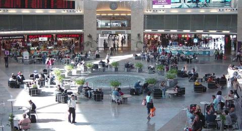 في اعقاب التماس هموكيد, يستطيع الفلسطينيون حاملي الهويات الإسرائيلية المؤقتة (أ/5) من السفر عن طريق مطار بن غوريون