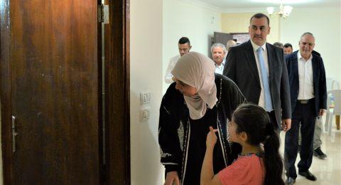 حلم العائلة تحقق .. د.غنام تسلم عائلة خليل منزلها الجديد