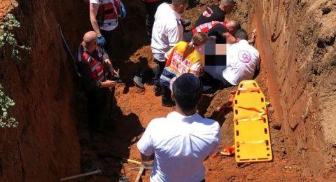 إصابة حرجة لعامل اثر انهيار الرمال عليه بورشة في مركز البلاد