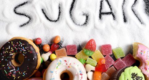لماذا يجب تجنب الحلويات حتى لو كنا نحفاء؟