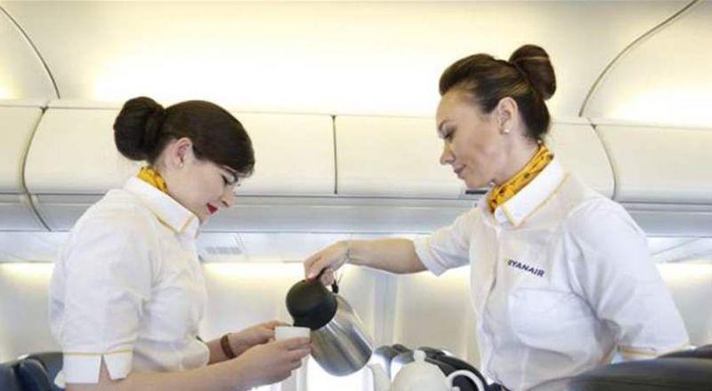 سبب صادم.. لماذا لا يشرب طاقم الطائرة الشاي والقهوة؟