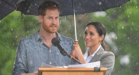 ميغان ماركل والأمير هاري.. نظرات رومنسية تحت زخات المطر!