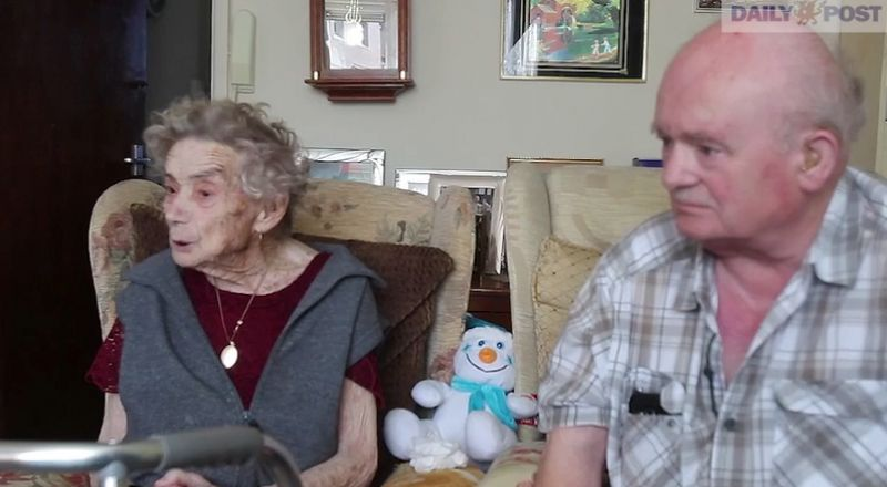 عمرها 100 عاما.. مسنة تتزوج من ثالث فرسان أحلامها!