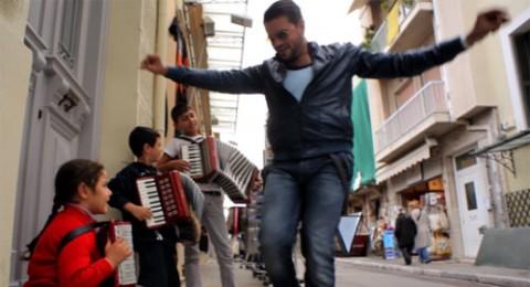 سامو زين ينتهي من تصوير ''بتمثل علي مين '' في اليونان