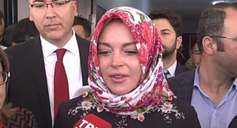 ليندسي لوهان تحذف صورها من انستقرام وتلقي تحية الإسلام