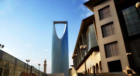 السعودية تقرر تعليق العمل في القطاع الخاص عدا أنشطة توفير الغذاء والدواء