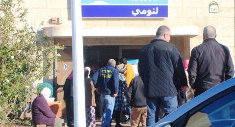ينتظرون لساعات امام فروع البنوك .. مواطنون من قرى وادي عارة لـ
