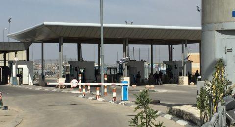 العمال الفلسطينيون : بين