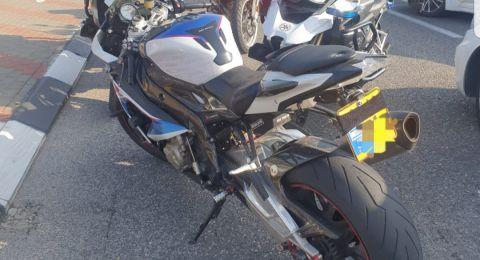 ضبط شخصين بعد قيادة دراجة نارية بدون رخصة في عكا