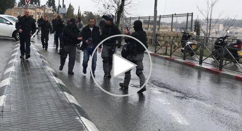 500 مصل فقط أدوا الجمعة في الأقصى بسبب الاجراءات .. واعتقال شاب