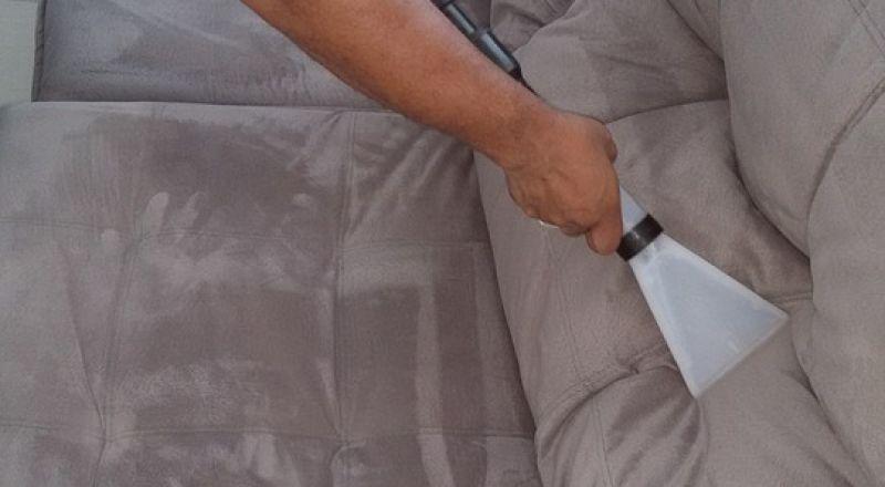 نصائح في التدبير المنزلي لتنظيف الأرائك