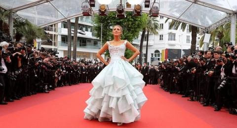بلايك لايفلي ملكة الأناقة في مهرجان كان