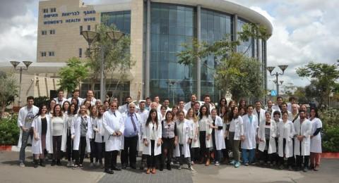 57 طالب طب عرب ويهود ينهون التدريب الميداني بالأقسام المختلفة في المركز الطبي للجليل