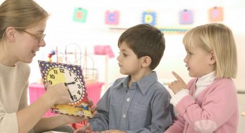 طفلك يعاني خللا ً في السمع؟ اختاري له الروضة الأنسب!