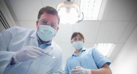 طلاب طب الأسنان بالقدس:
