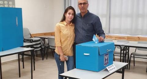 رئيس المجلس المحلي في جت محمد وتد يدلي بصوته
