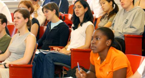 تعويض لآلاف الطلاب السابقين في كلية لتعليم اللغة الإنجليزية