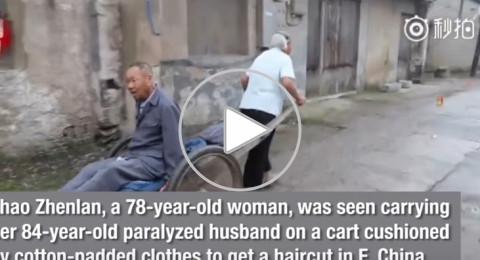 الصين: مسنة وفية تحمل زوجها العاجز لحلاقة شعره لـ18 عامًا