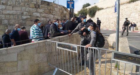 منع آلاف الفلسطينيين من أداء