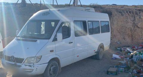ضبط قاصر 16 عامًا يقود حافلة وبداخلها 12 طفلاً في جنوب البلاد