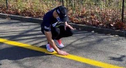 بالفيديو.. رجل كفيف ركض 5 كيلومترات منفردا