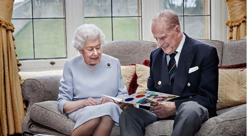 الملكة إليزابيث وزوجها الأمير فيليب يحتفلان بعيد زواجهما الـ73 عن بعد